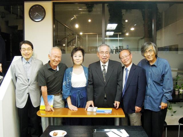 左より、西野洋さん、伊藤勝一さん、進藤洋子さん、吉田佳広さん、志村守夫さん、やつがれ。