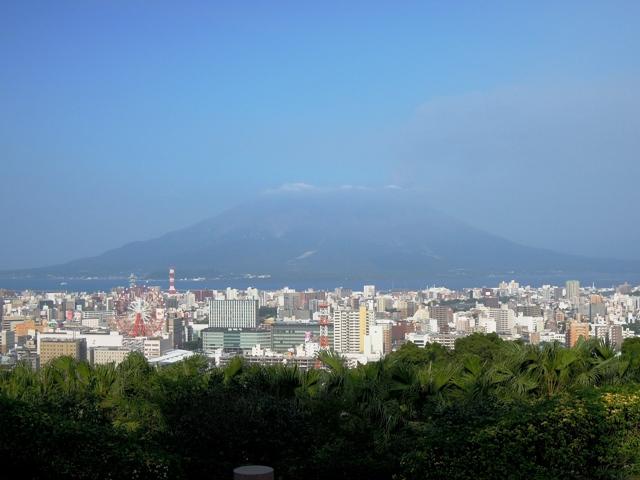 長島美術館から見た錦江湾と桜島。