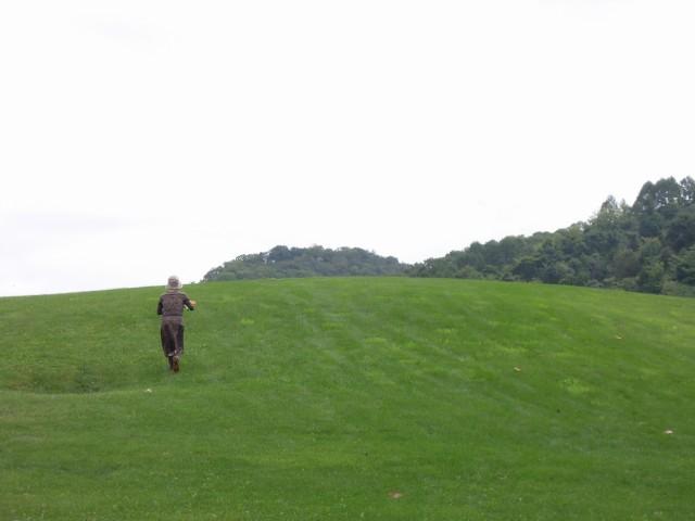 いざ駆けなん。この丘の向こうにはおおきな可能性がひろがっているから!