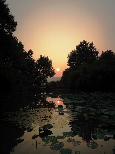 夕暮れの西湖1