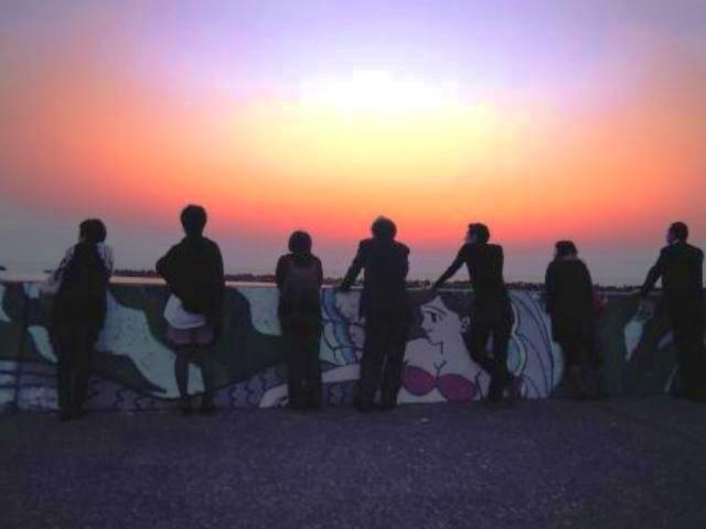 寺泊の夕陽をみるuu