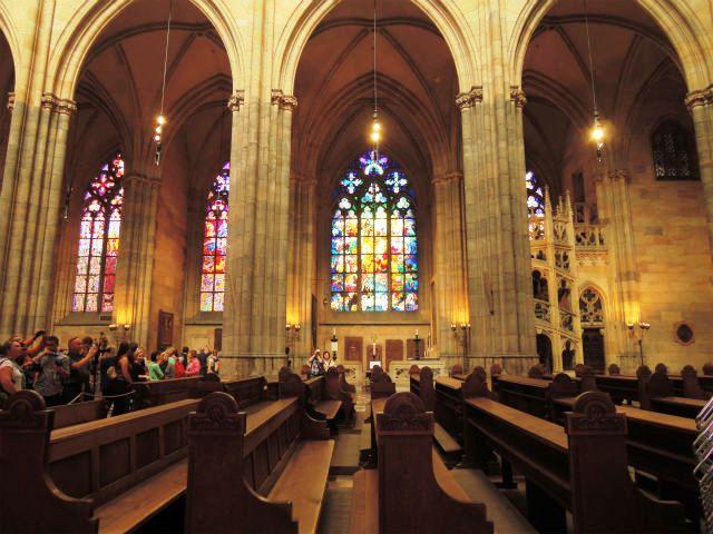 プラハ城 聖ヴィート大聖堂 ムハのステンドグラス1